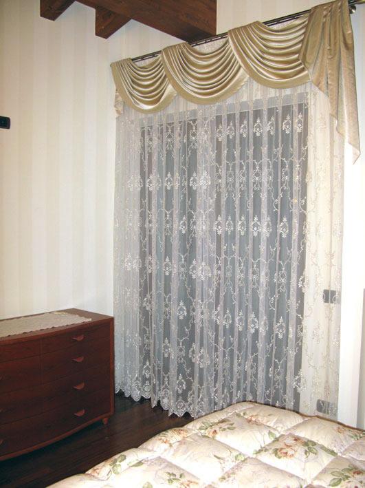 Tendaggi per finestre tende oscuranti with tendaggi per for Tende e tendaggi per interni